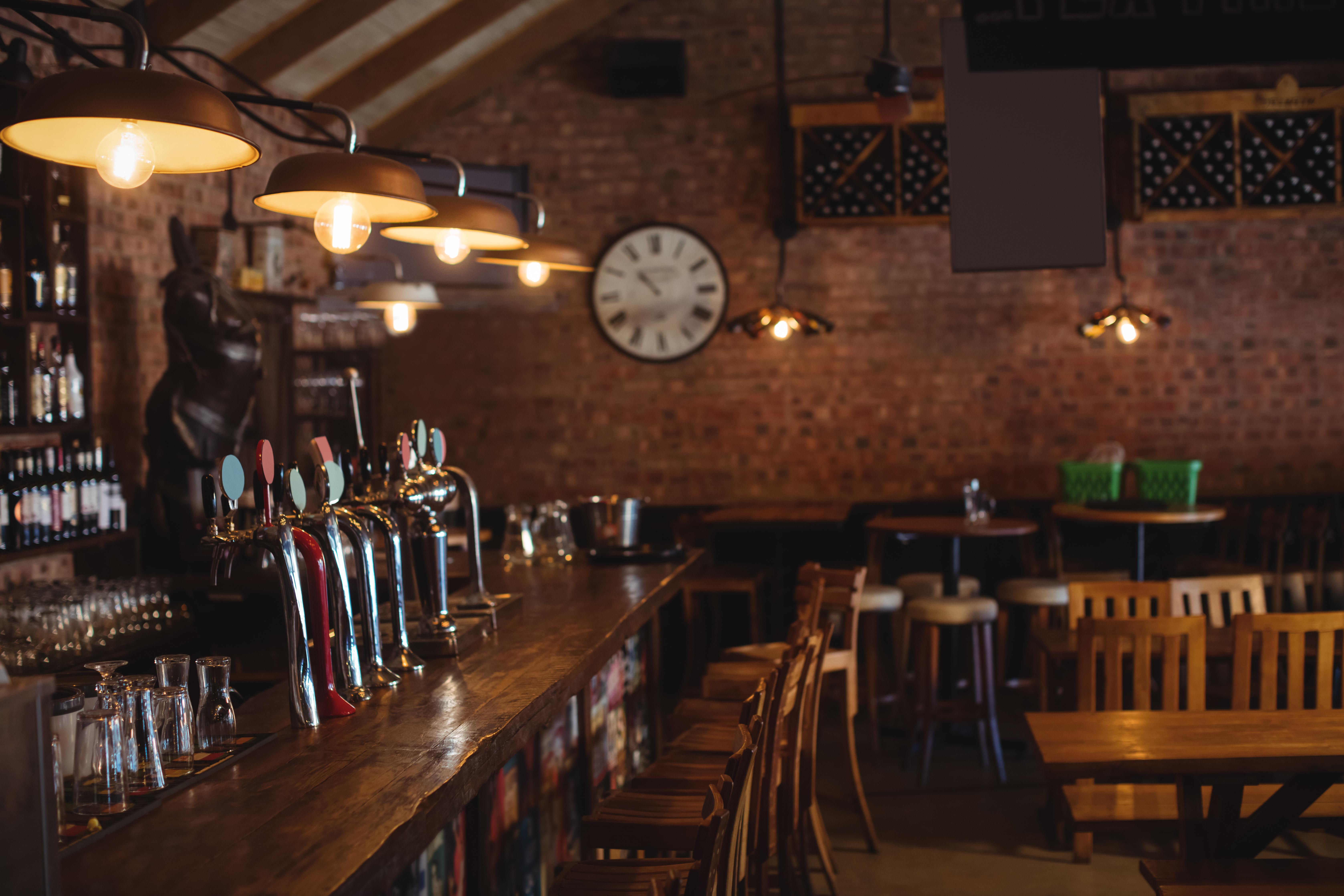 bar-counter-at-pub-DSLQ69G-1